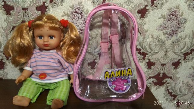 Кукла Алина в рюкзаке