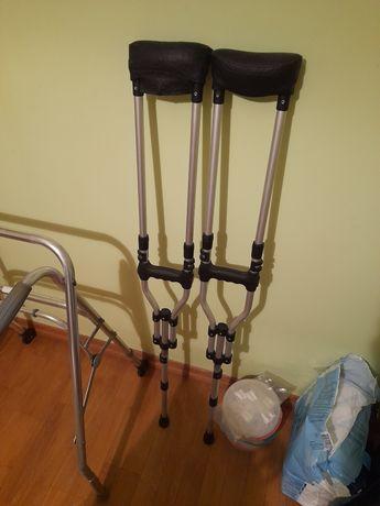 Balkonik chodzik kule ortopedyczne podnosnik krzeslo kapielowe wannowe