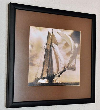 Fotografia de veleiro em plena regata