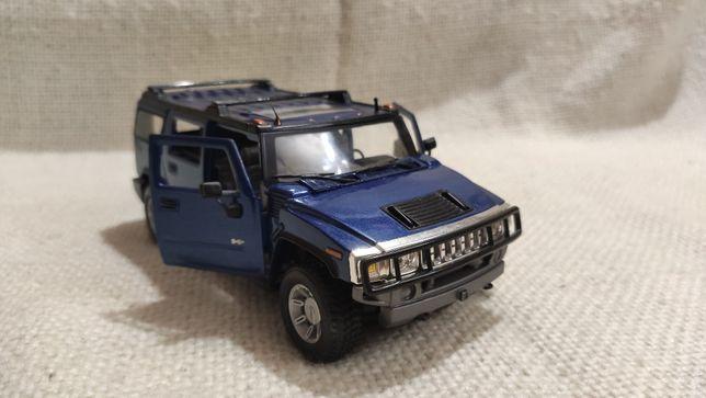 Модель Hummer H2 SUV 1.24-1.27 Maisto Blue