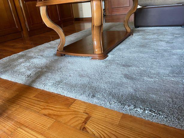 Conjunto de Carpete (verde seco) e Puff (verde esmeralda) - 35 euros