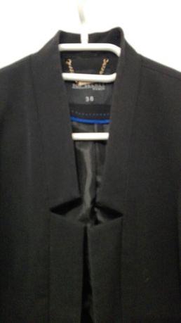 Elegancki czarny żakiet marynarka