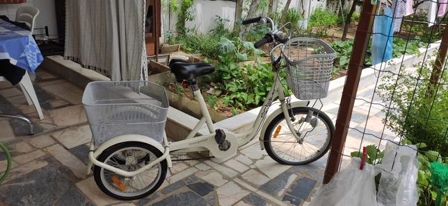 Bicicleta de três rodas