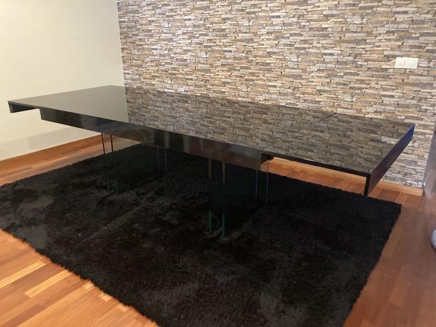 Mesa de jantar extensível da marca Interdesing