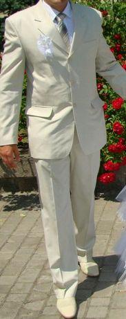 Костюм, теніска, краватка