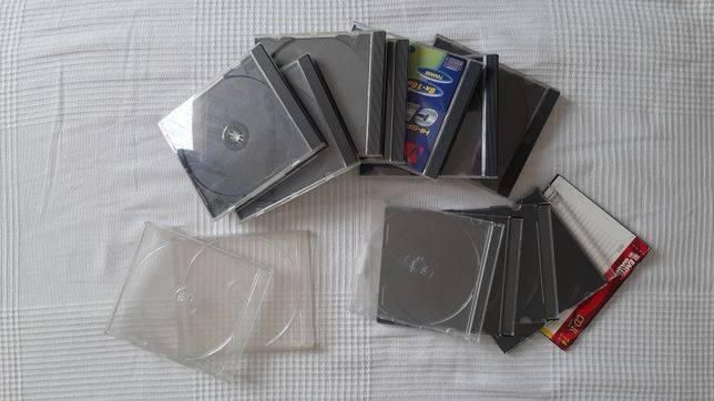 14 pustych opakowań po płytach CD