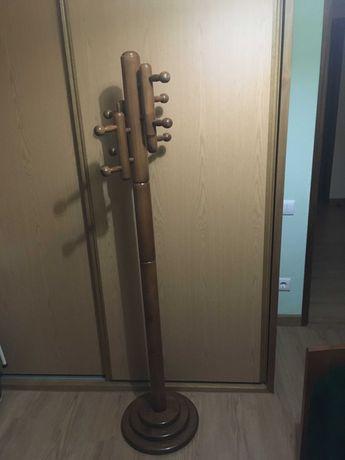 CABIDE DE PÈ em madeira de Pinho com 4 suportes