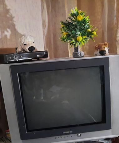 TV Samsung. Рабочий с плоским экраном ,модель CS 21K30ZHQ