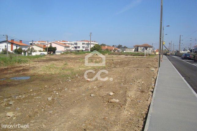 Terreno urbano para construção com 2.734m2 em Esmoriz