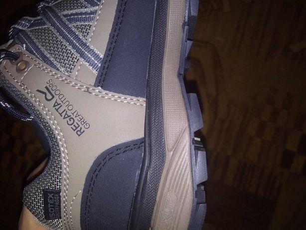 Продам нові фірмові кросівки