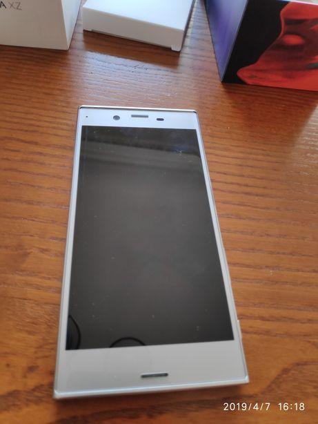 Telefon Sony Xperia XZ (F8331) w kolorze srebrnym