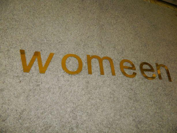 Буквы золотого цвета (размер буквы 0,16см*0,11см)