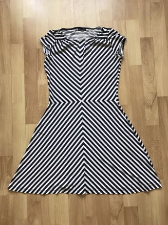 Sukienka w paski XS Mohito piękna dopasowana