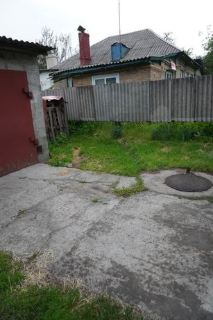 Здам 1/2 будинку з окремим входом, гаражем і двором
