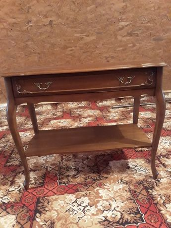 Sprzedam stylowy stolik