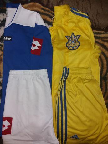 Продам футбольные костюмы