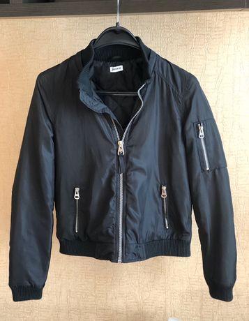 Чорна жіноча куртка від Pimkie