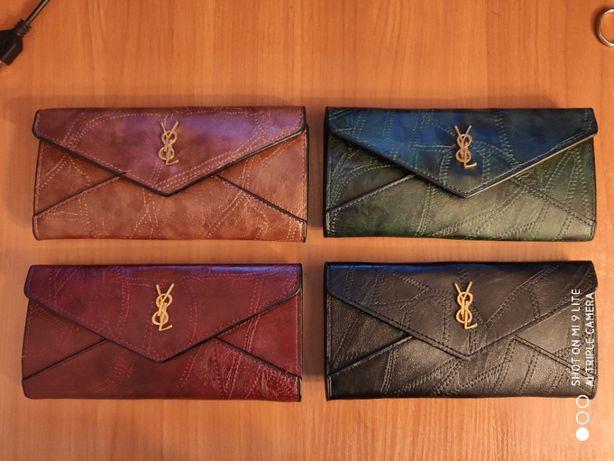 Жіночий клатч (гаманець)