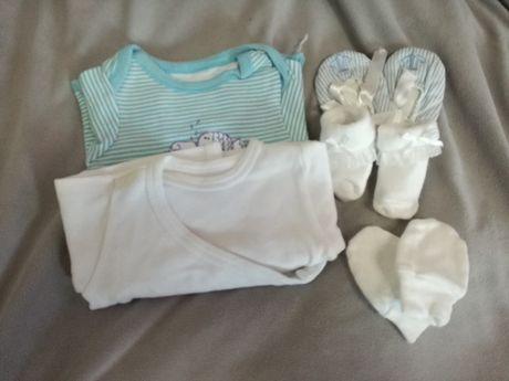 Zestaw dla dziewczynki roz 62. Body, skarpetki, rękawiczki, buciki