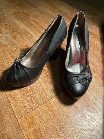 Красивые туфли на каблуках 36 розме за шоколадку