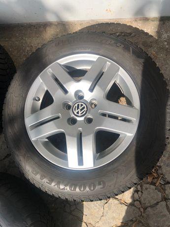 Продам оригинальные колеса VW R15