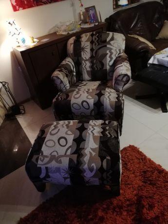 Fotel leniwiec wraz z podnóżkiem