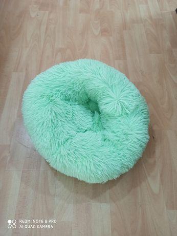 Cama para gato redonda com pelo verde