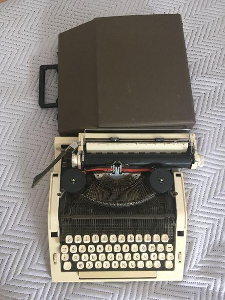 Máquina de escrever (OLIVA 2002)