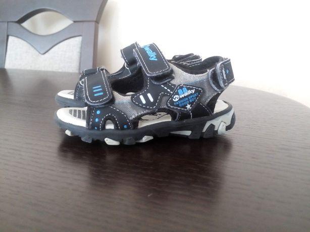 Sandałki firmy Walky rozmiar 25