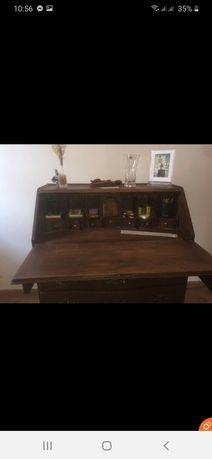 Escrivaninha antiga com segredo e chave em madeira entalhada