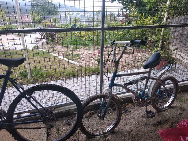2 bicicletas velhas
