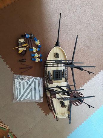 Barco tipo playmobil