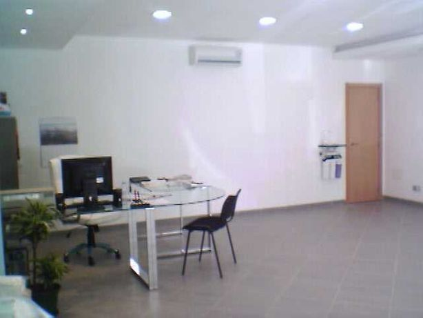 Aluga-se Loja/escritorio  em Faro