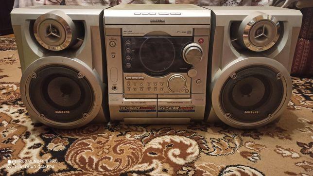 Музикальний центр Samsung MAX-J530