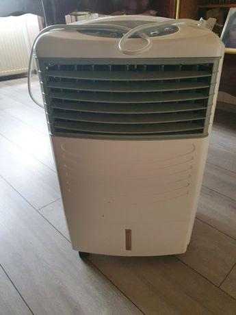 Klimatyzer oczyszcza i nawilża powietrze