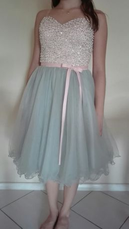 Śliczna sukienka na wesele lub inne uroczystości