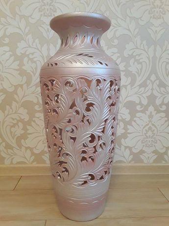 Продам напольную вазу.