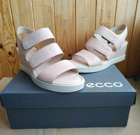 Новые полностью кожаные удобные босоножки Ecco оригинал