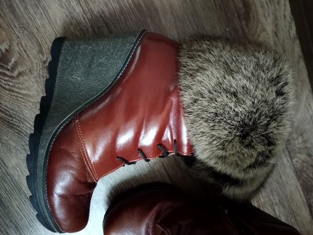 Продам зимние ботиночки с опушкой