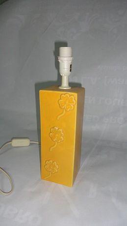 Candeeiro em cerâmica amarelo