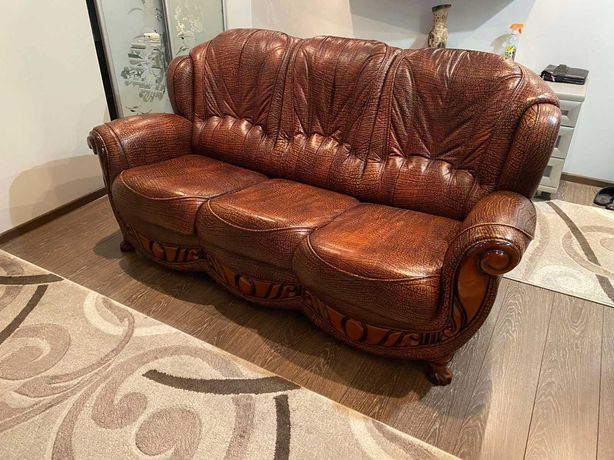 Продам диван. Натуральная кожа.
