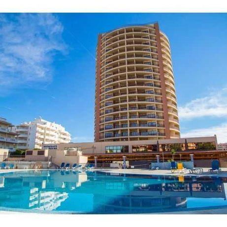 Apto. T0  para férias,piscinas  situado no Algarve na Praia da Rocha