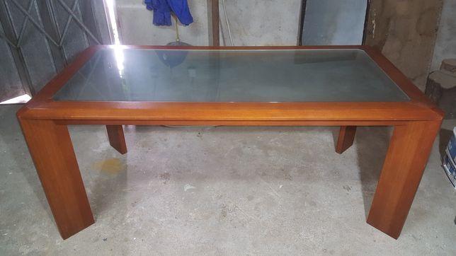 Mesa de jantar em madeira maciça com tampo em vidro