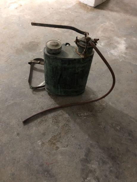 Pulverizador antigo em cobre