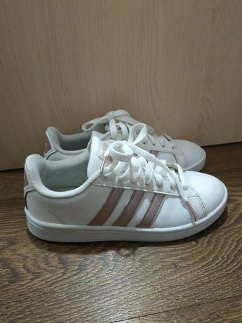 Adidas кроссовки/кеды