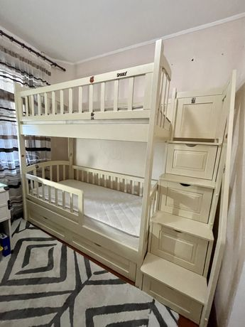 Кровать двухярусная из ясеня