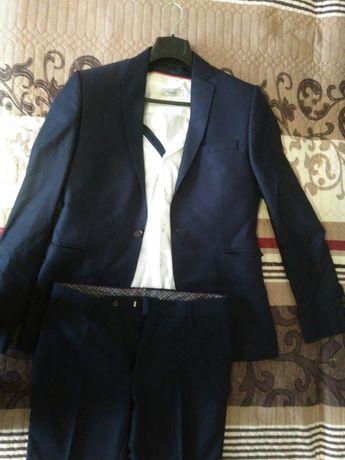 Продам костюм розмір 48