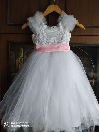 Нарядное платье на девочку 4-6 лет