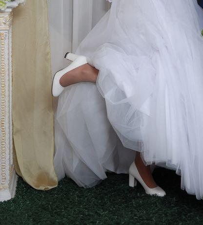 Свадебные туфли белые