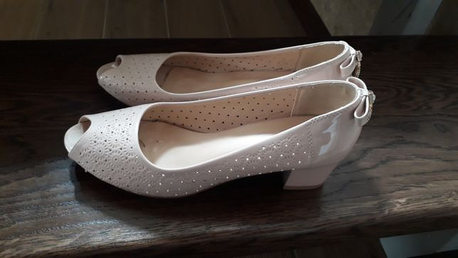 Продам туфлі р.40